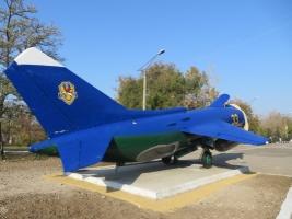 В Николаеве в честь своего юбилея авиаторы поставили на постамент Як-38