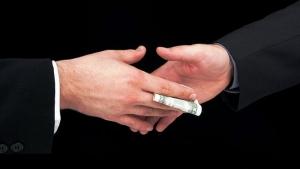 В Черкассах на взяточничестве поймали налоговика