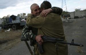 Из плена боевиков освобождены двое украинцев - Порошенко