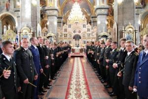 Сегодня в УПЦ будут молиться о здравии защитников Украины и служить панихиды по погибшим солдатам