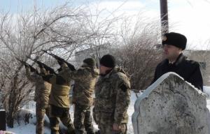 Жители Снигиревки простились с бойцами АТО, стоя на коленях