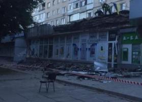 В Херсоне обвалившийся карниз здания упал на женщину