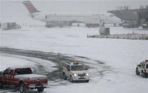 В Стамбуле из-за сильного снегопада отменили сотни авиарейсов