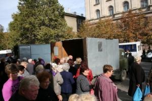 В Николаеве от имени кандидата в нардепы пенсионерам раздавали гречку
