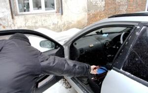 В Николаеве задержали бомжей, которые обворовывали автомобили
