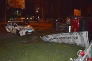 В Николаеве авария с участием патрульных. Двое полицейских пострадали, две Тойоты разбиты
