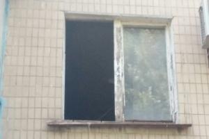 Эксгибиционист с топором пугает жителей одесского двора (ВИДЕО)