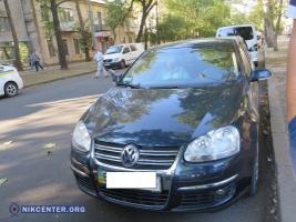 В центре Николаева заблокировали машину по подозрению в перевозке огнестрельного оружия