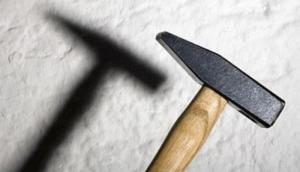 На Николаевщине во время раздела имущества мужчина ударил бывшую супругу молотком