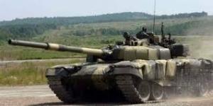 Террористы обстреливают мирных жителей из танков с украинской символикой