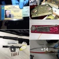 Полиция обнаружила квартиру с иконами, картинами и оружием, которые принадлежали Азарову