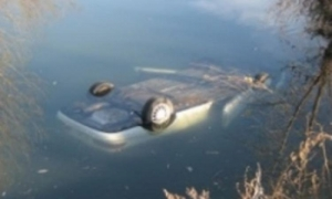 В Николаеве 19-летний парень угнал и утопил в реке «Волгу»