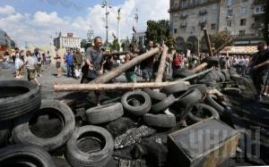 Майдан готовится к возможной «зачистке» – строят баррикады, готовят «коктейли молотова»