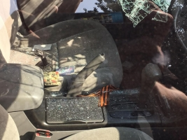 В Одессе активисты разбили стекла в автомобиле туриста из-за георгиевской ленты