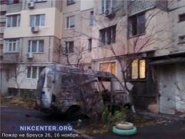 В Одессе от загоревшегося автомобиля огонь перекинулся на окна жилого дома