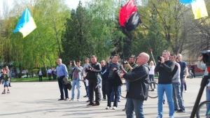 В Славянске активисты готовятся снести памятник Ленину