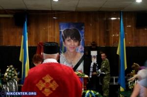 Сотни херсонцев пришли проститься с известной активисткой и волонтером Валентиной Крицак: ФОТОРЕПОРТАЖ