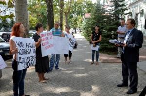 Николаевскую прокуратуру пикетировали горожане, чьи родственники годами находятся в СИЗО