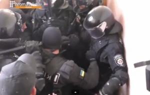 Милиция напала на журналиста перед заседанием суда по делу Кернеса