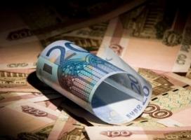 Евро в России поднялся до 100 рублей