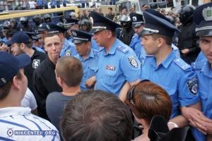 В Одессе под Генеральным консульством России из-за похоронных венков избили активистов
