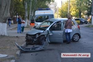 В центре Николаева столкнулись 2 авто