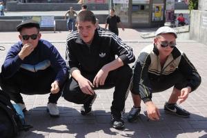 В Херсонской области пьяные юноши и девушки избили сотрудников полиции