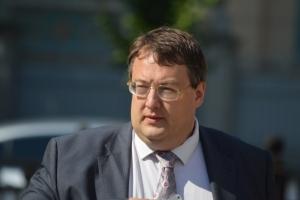 Советник главы МВД Геращенко предлагает немедленно уволить главу Первомайской РГА за устроенный скандал