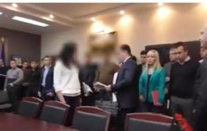 Следователей ГФС публично задержали за взятку