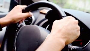 Разбойное нападение в Николаеве: группа неизвестных отобрала у 27-летнего парня мобильный телефон и автомобиль