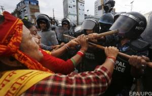 Из-за новой конституции в Непале произошли столкновения, 20 человек погибли