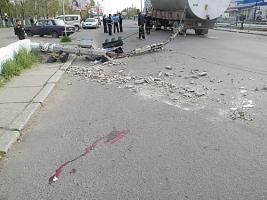 В Николаеве на пешехода упал бетонный столб, пострадавший госпитализирован в тяжелом состоянии