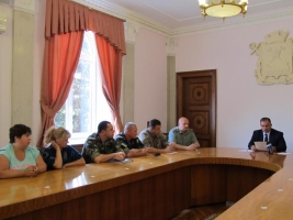 Жены и матери николаевских десантников, воюющих на востоке, встретились с мэром и военным руководством