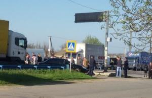 На Херсонщине протестующие перекрыли трассу Херсон-Николаев