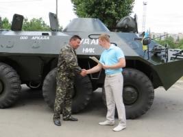 Николаевским летчикам передали БТР-70, отремонтированный за счет одной из политсил области