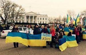 Украинцы в Вашингтоне провели акцию под стенами Белого дома, в которой призвали Обаму усилить санкции против России