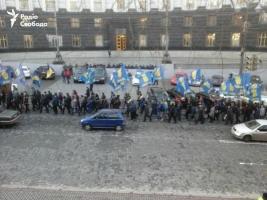 В Киеве пикетируют здание ВР с требованием отставки Яценюка
