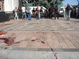 После столкновения с митингующими под зданием ВР погибли двое правоохранителей