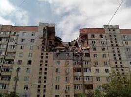 Спасатели ищут двух женщин, которые находились на первом этаже пострадавшего дома
