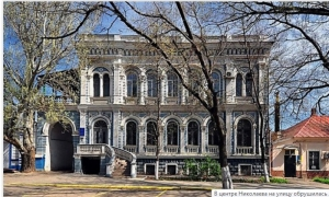В Николаеве обрушился карниз с Управления капитального строительства