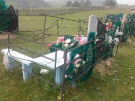 На Николаевщине задержали женщину, воровавшую металл на кладбище