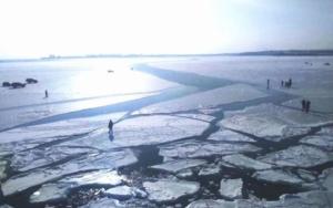 В Херсонской области  сотрудники ГСЧС спасли супругов, провалившихся под лед