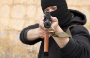 В Херсоне вооруженные преступники напали на семью прокурора