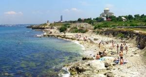В Евпатории уборкой пляжей занимаются... дети