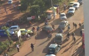 В Мали спецназ штурмует захваченный террористами отель. Есть погибшие