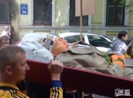 По случаю Дня России в Харькове устроили «похороны Путина»