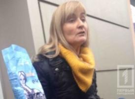 В Одессе общественницу закидали яйцами и мукой