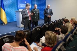 Благодаря мужественным действиям украинских военных, территорию проведения АТО удалось уменьшить вдвое - Порошенко