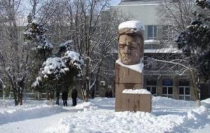 В Херсоне демонтируют памятник партийному деятелю Цюрупе
