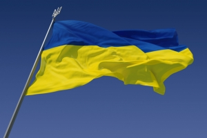 Двое одесситов украли украинский флаг с фасада отделения полиции